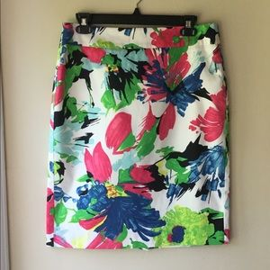 ANN TAYLOR Floral Skirt Size 6 EUC